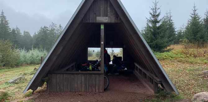 Finnhütten gibt es viele am Rennsteig. Sie sind Rastplatz und Nachtlager für Wanderer und  Radfahrer